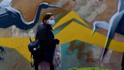 Δημοσκόπηση: Οι μισοί Έλληνες πιστεύουν ότι θα κολλήσουν κορωνοϊό