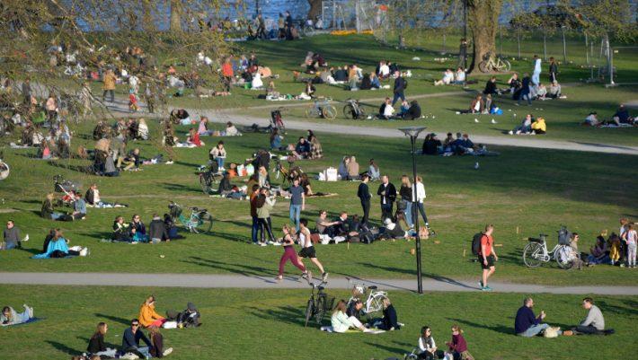 Από φταίχτης, ήρωας: Αλλαγή δεδομένων για την «Ανοσία της αγέλης» στη Σουηδία