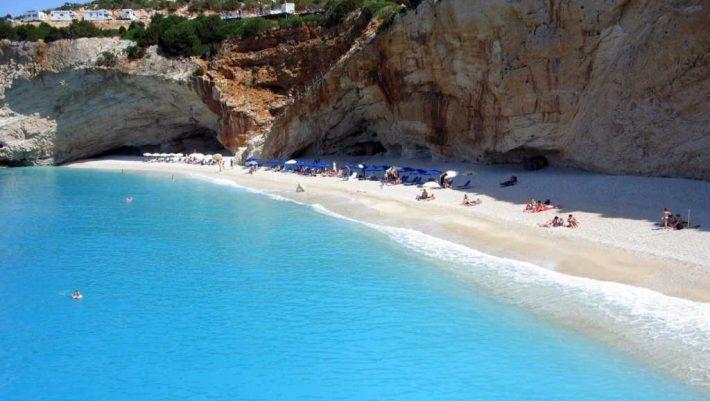 Θα έχει σχεδόν εξαφανιστεί: Ο ασφαλέστερος μήνας για να κάνεις διακοπές στην Ελλάδα χωρίς τον φόβο του covid-19