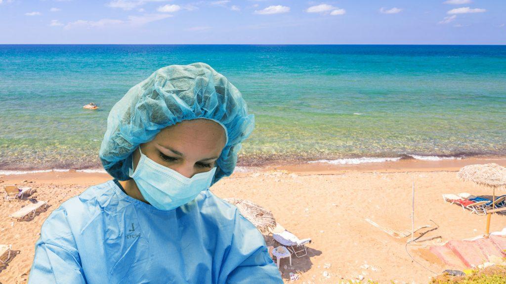 «Καυτά» ερωτήματα με απαντήσεις των ειδικών: Κολλάει ο κορωνοϊός στην παραλία;