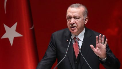 Με Ελλάδα και Κύπρο στη Μεσόγειο: Ο ανέλπιστος πολεμικός γίγαντας που κόβει τη φόρα στον «ανεξέλεγκτο Ερντογάν»