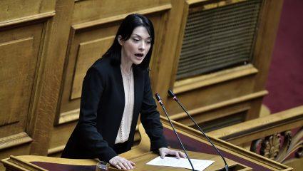 Χαμός στη Βουλή με ξεχασμένο ανοιχτό μικρόφωνο: «Τα έχει κάνει σκ#τ# – Θα γίνει χαμός, θα τη σκίσω»