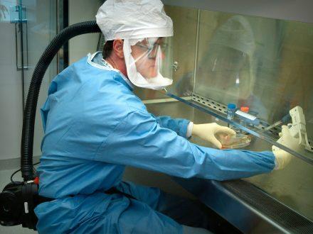 Κορωνοϊός: Έρχονται οι πρώτες ανακοινώσεις για το εμβόλιο στην Οξφόρδη