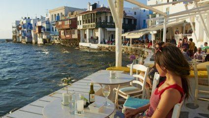 Νέα ανακοίνωση Χαρδαλιά: Τι θα συμβεί με τους νέους που κάνουν διακοπές στα νησιά