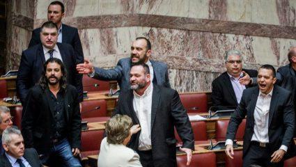 Ανατροπή από την εισαγγελέα της Χρυσής Αυγής: Προτείνει αναστολή ποινών για όλους