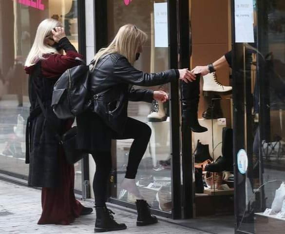 Ο απόλυτος παραλογισμός του click away: Η επική φωτό πελάτισσας που συζητάει όλη η Ελλάδα (Pic)