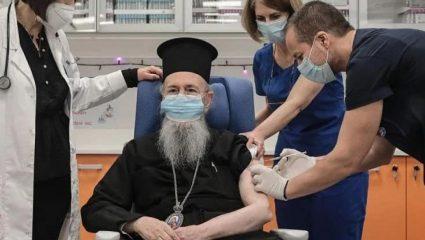 Θεϊκός… εμβολιασμός: Ο Θεούλης εμβολίασε τον μητροπολίτη Ναυπάκτου