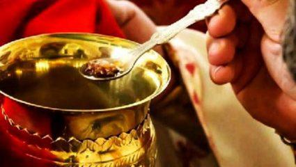 Ανήκουστο! Ιερέας υποστηρίζει ότι κοινώνησε από την ίδια λαβίδα με ασθενείς του ιού και δεν κόλλησε