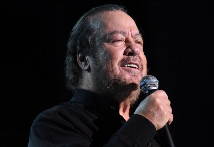 Η Ακρίτα αποκαλύπτει: «Αυτός ο τεράστιος τραγουδιστής δώρισε δύο ΜΕΘ σε νοσοκομείο»