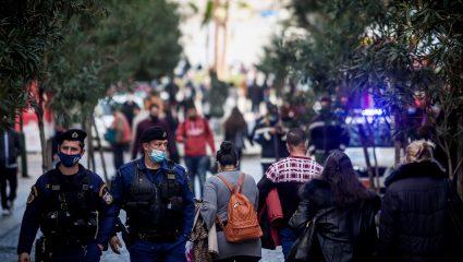Τα τρία «καμπανάκια» των ειδικών για τον κορωνοϊό στην Ελλάδα
