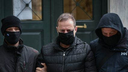 «Σκάνε» και νέα ονόματα: Στον εισαγγελέα ο Μπιμπίλας με όλες τις καταγγελίες