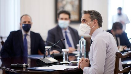 Τα στοιχεία που κάνουν την κυβέρνηση να αισιοδοξεί για την πορεία της πανδημίας