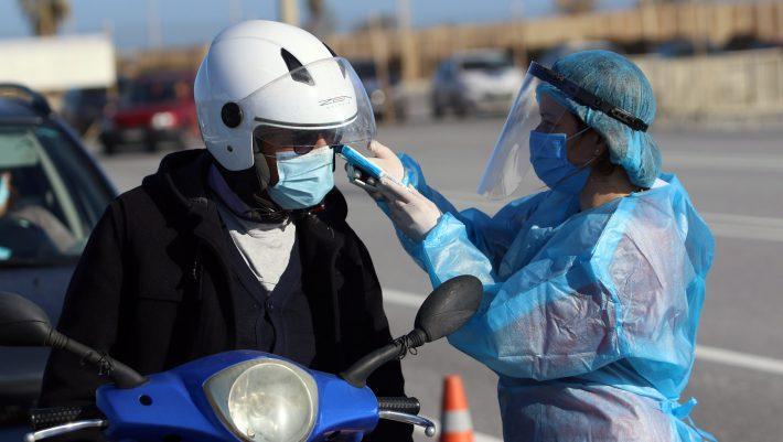Γιατί οι εμβολιασμένοι πρέπει να συνεχίσουν να φορούν μάσκα