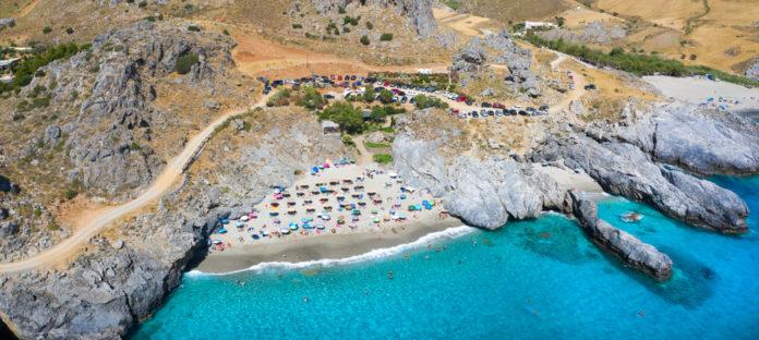 Η πιο όμορφη σπηλιά στην Ελλάδα με τα καταγάλανα νερά - Τι σχέση έχει μαζί της ο... δράκος
