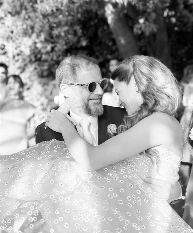 Ποιος εφοπλιστής παντρεύτηκε... στα κρυφά – Καλεσμένοι ο Μητσοτάκης και ο Μαρινάκης