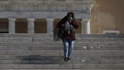 Πότε πετούν τις μάσκες οι πλήρως εμβολιασμένοι στην Ελλάδα