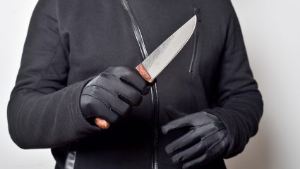 Σοκ στη Βοιωτία: Μαχαίρωσε τη μάνα του – Την βρήκαν με το μαχαίρι καρφωμένο στην πλάτη