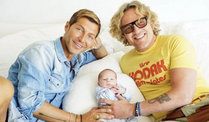Ο «mr ΟΦΗ» έγινε θείος από ομοφυλόφιλους γονείς